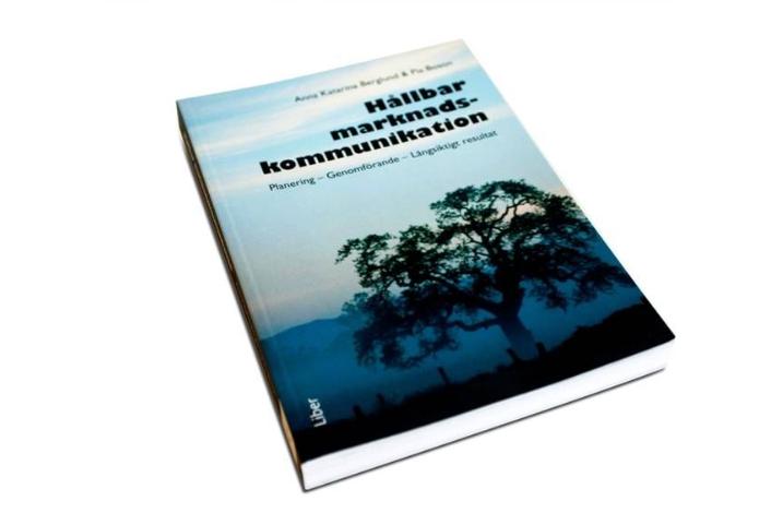 Författarstipendium tilldelats av SLFF för boken Hållbar marknadskommunikation